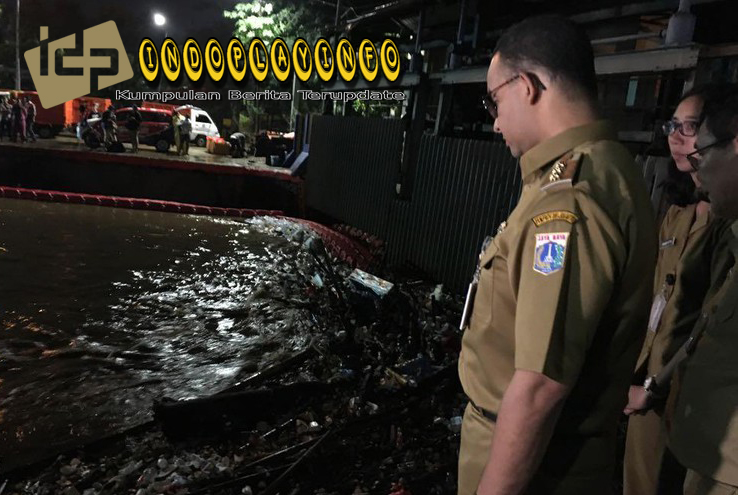 Anies Baswedan Meminta Warga UntuK Membantu Mengatasi Banjir