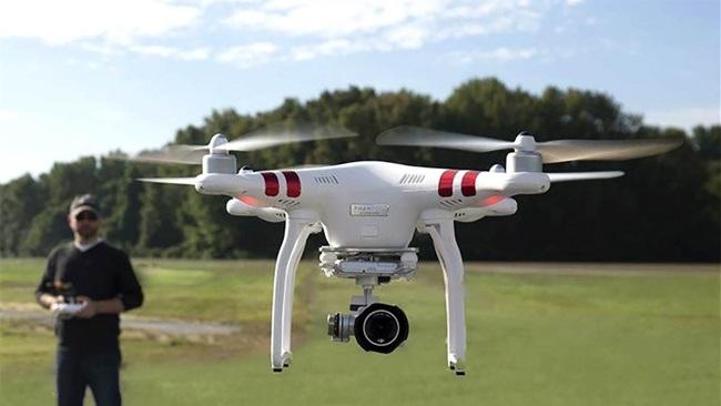 Terbangkan Drone Disembarang Tempat Bisa di Denda 1,5 Miliar
